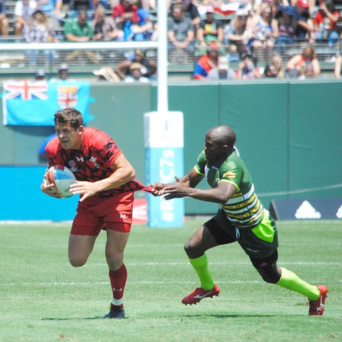 Any which way to slow down the rush even a jersey tug #rugby #rwc7s #attpark Wales v Zimbabwe