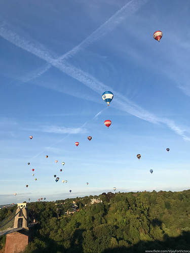 architecture balloonfiesta balloons bristol cliftonsuspensionbridge landscape magiclantern england unitedkingdom gb