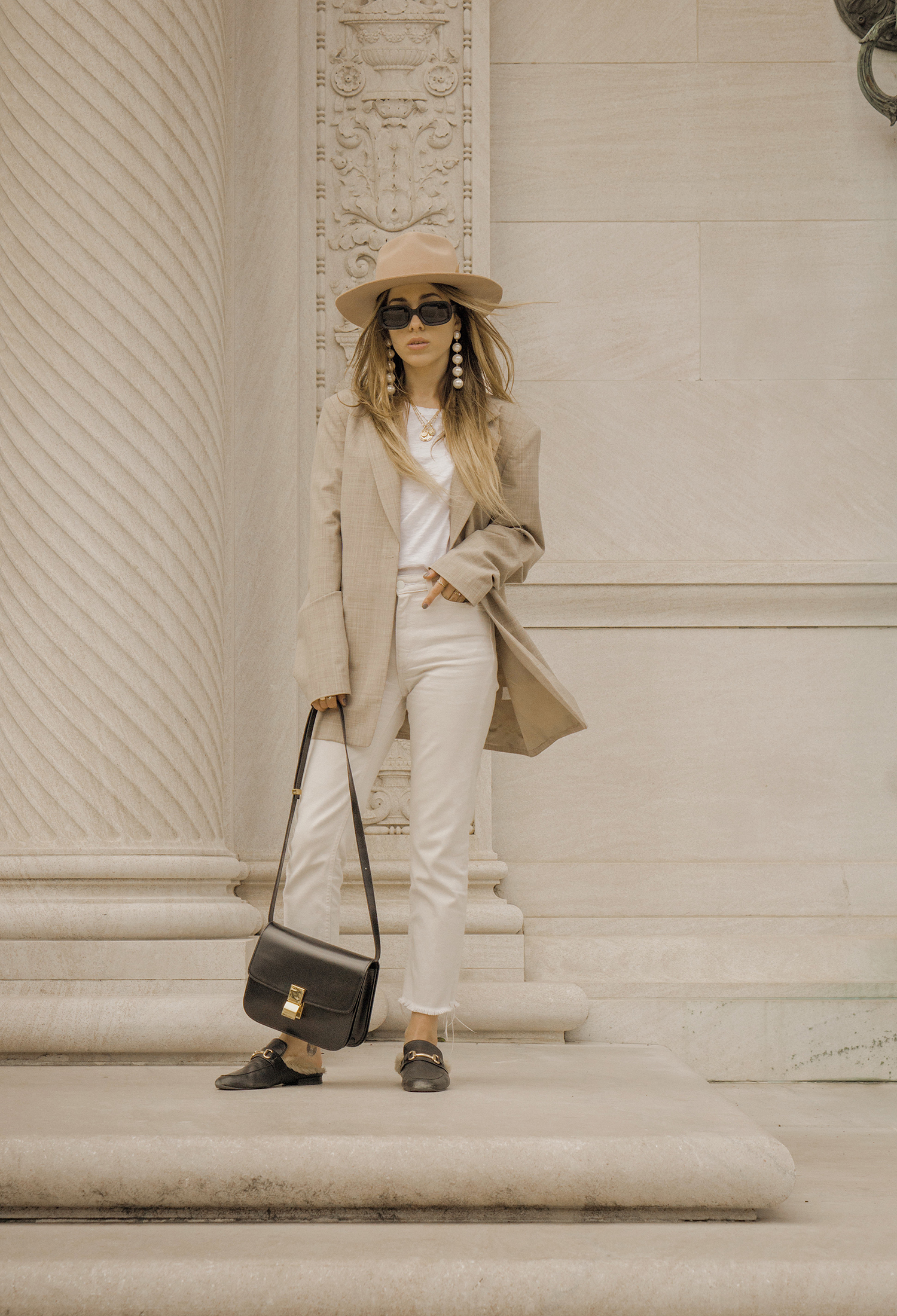 neutral_outfit_look_street_style_oversized_jacket_loafers_white_jeans_lack_of _color_celin_bag_pearl_earrings_lena_juice_the_white_ocean_07