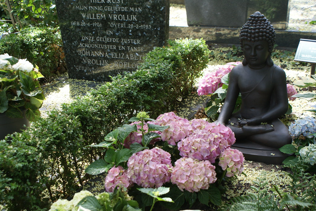 Bouddha au cimetière Zorgvlied à Amsterdam.