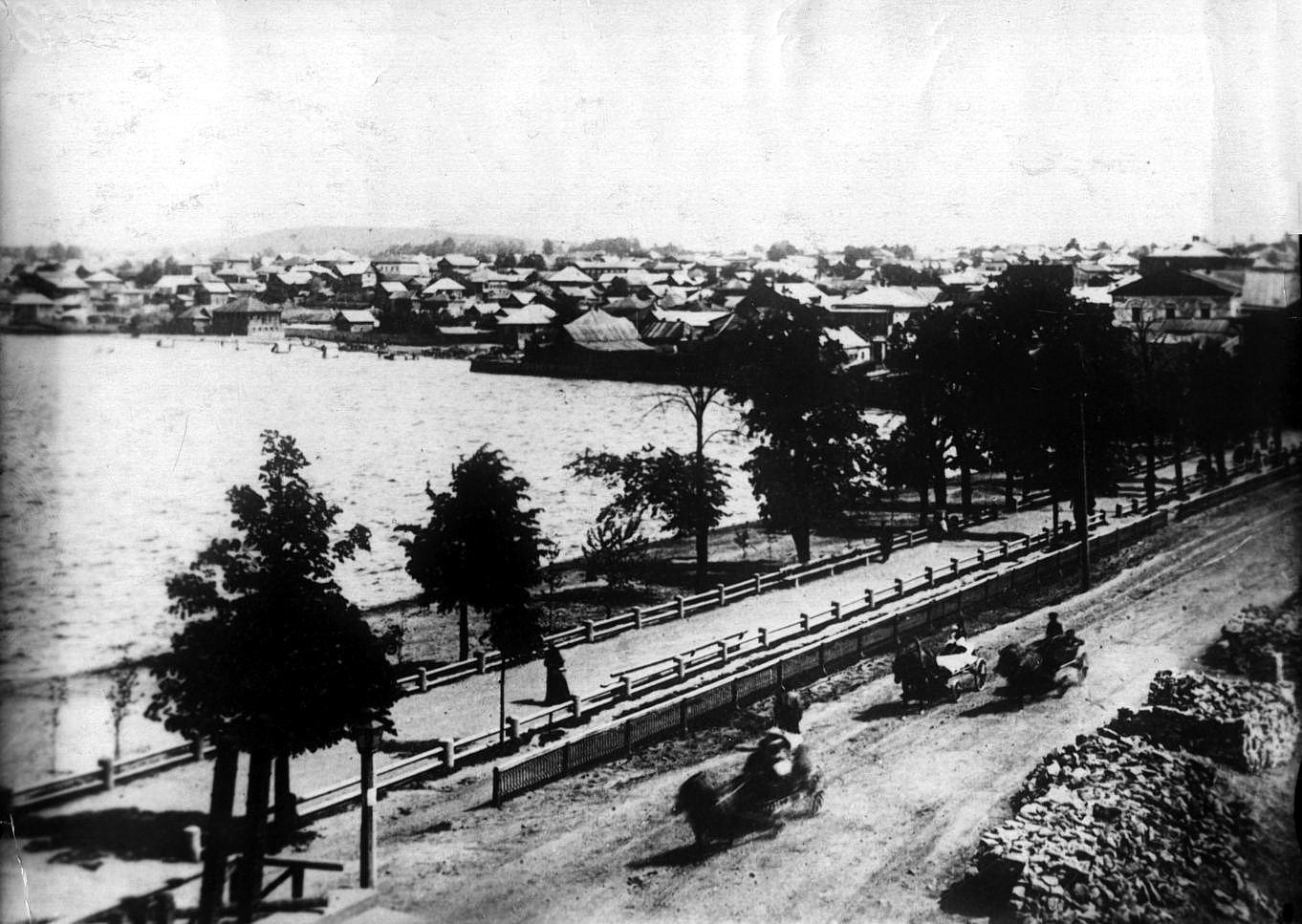 Вид на плотину со стороны Заречной части посёлка
