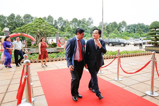 Ông Phùng Xuân Nhạ - Bộ trưởng Bộ GD & ĐT về dự lễ