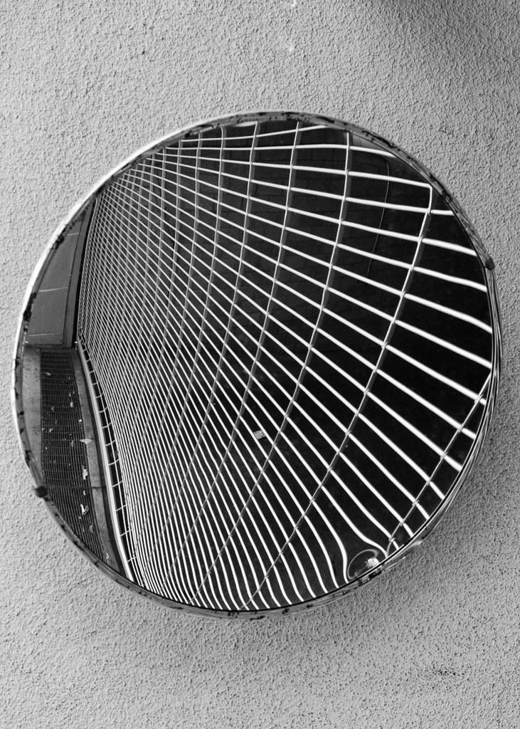 Monochrome_Mirror_Image