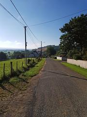 Descente vers le carrefour du hameau d'Ousse