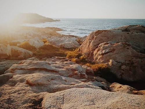 Momentos únicos en sitios únicos. #coruña #nw #sea #ocean #sun #sunset #goldenhour #phonephoto #puestadesol