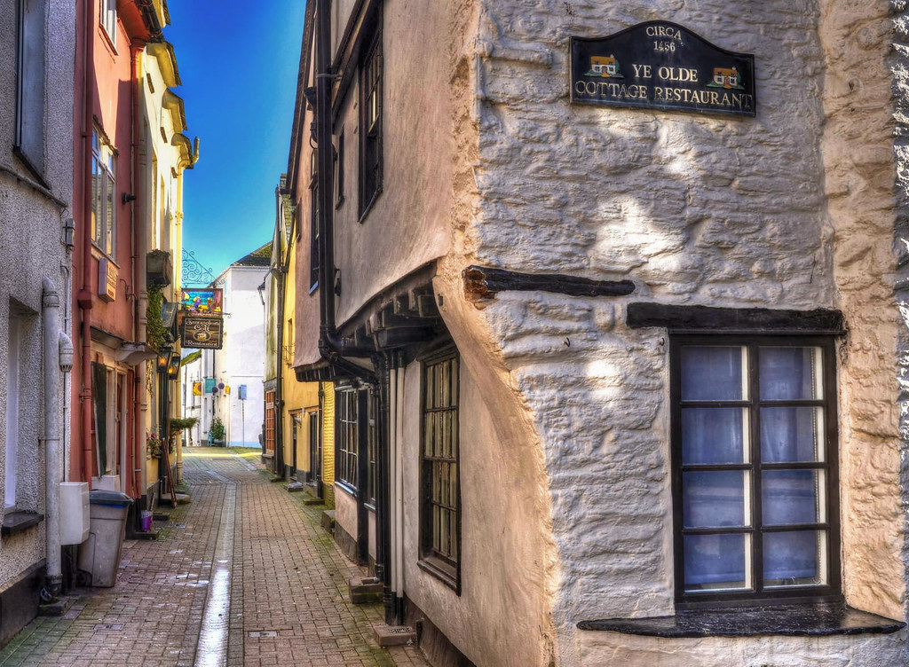 The narrow old streets of Looe, Cornwall. Credit Baz Richardson, flickr