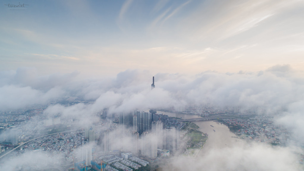 Tòa nhà Landmark 81 ảo diệu giữa ngàn mây.