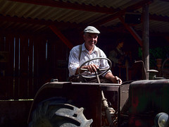 Beaucaire - Le Vieux Mas . Démarrage d'un vieux tracteur Vierzon. - Photo of Bellegarde