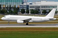 Avion Express Airbus A320 LY-VEQ