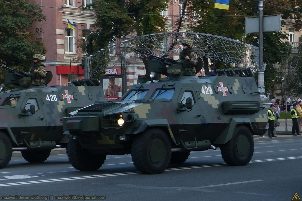 Военная техника на репетиции парада войнушка