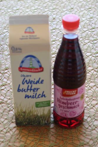Buttermilch mit Himbeersirup (Zutaten)