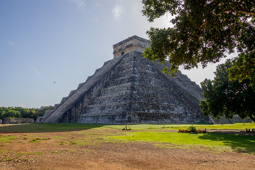Chichen Itza, the main pyramid in the morning