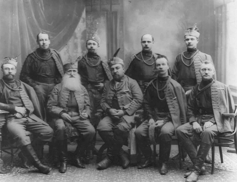 Группа руководителей общества в сокольских костюмах. 1907