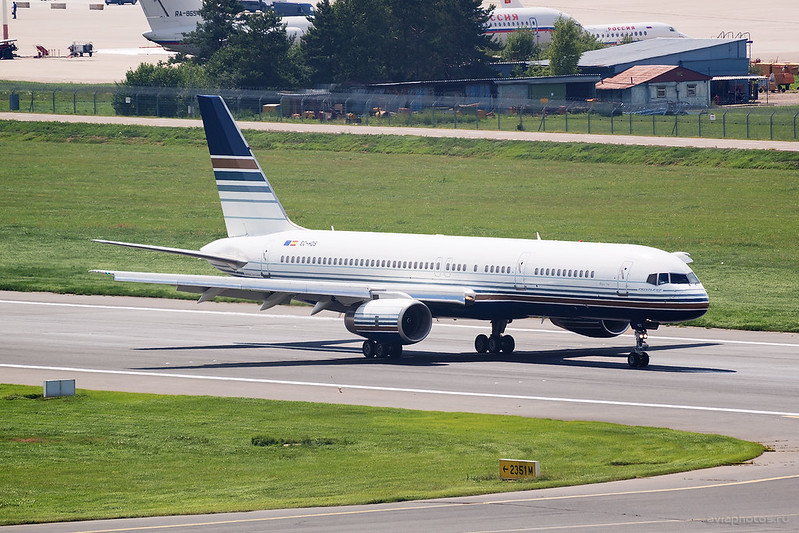 Boeing_757-256_EC-HDS_PrivilegeStyle_105_D800137a