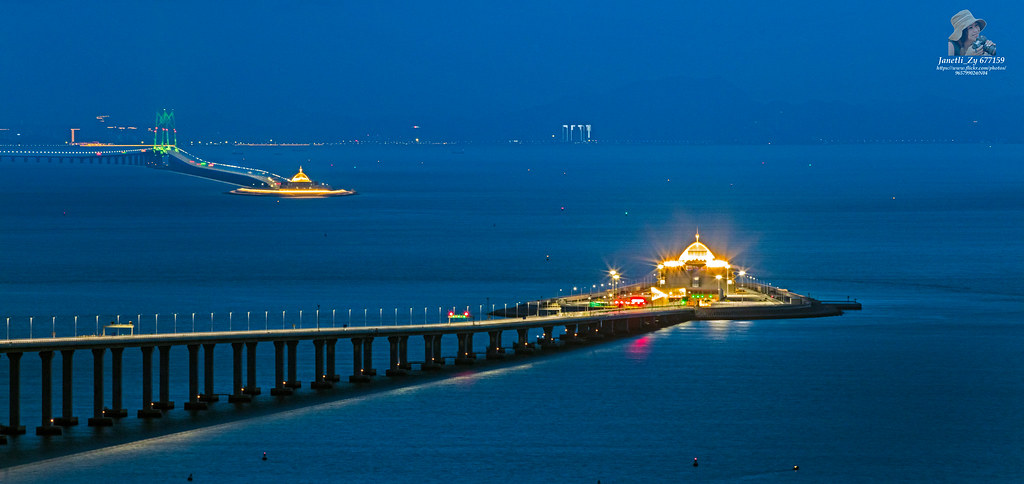 Night view of 港珠澳大桥 (Hong Kong-Zhuhai-Macau Bridge) 夜景🌃