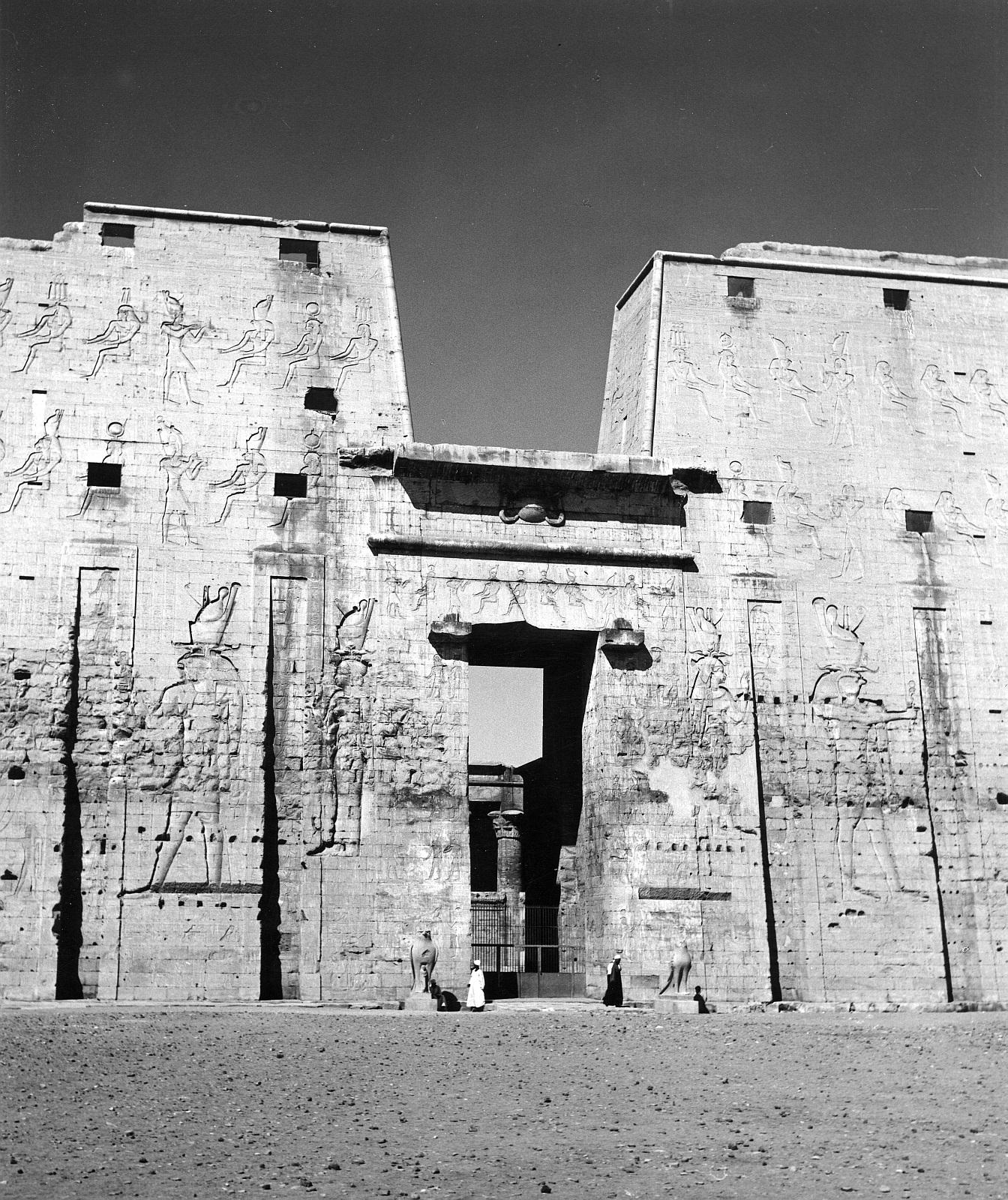 Эдфу. Храм Хоруса. Пилон с юго-запада