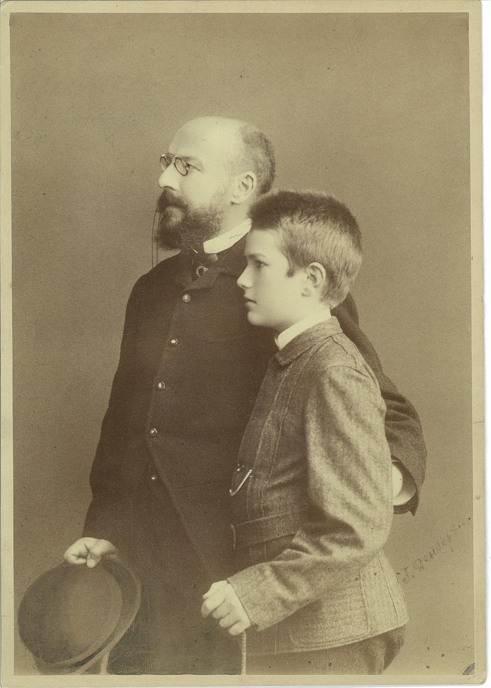 Василий Павлович Всеволожский со своим отцом, Павлом Александровичем Всеволожским. 1880-е годы.