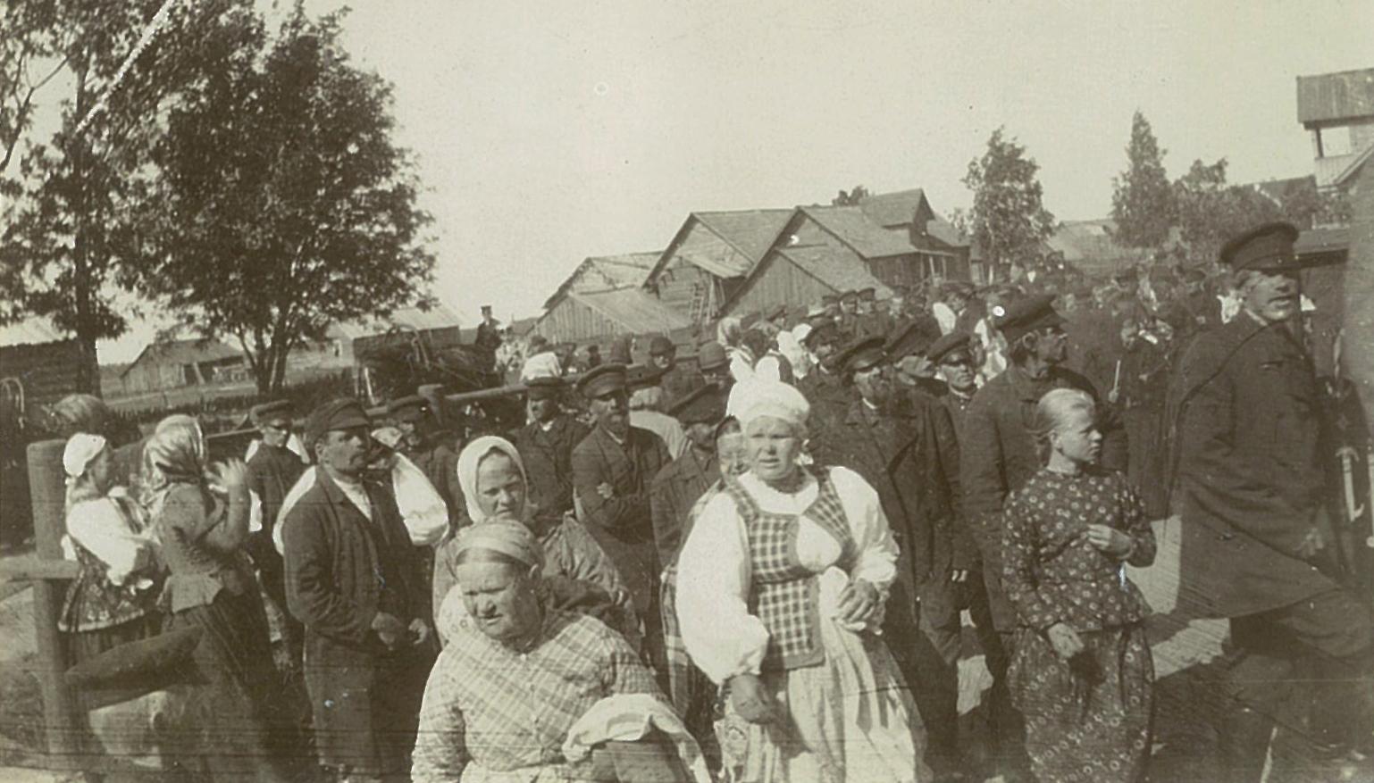 Крестьяне на народном празднике в Рябово.