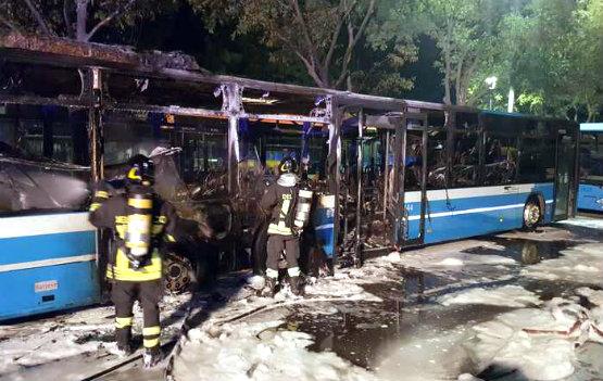 autobus_fuoco_castelfranco_emilia_555