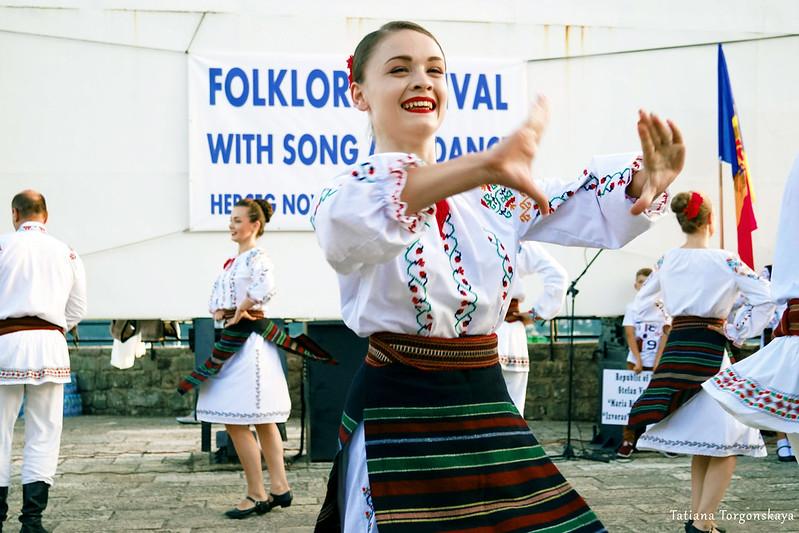 """Танец от фольклорной группы """"Izvoras""""  на Форте Маре"""