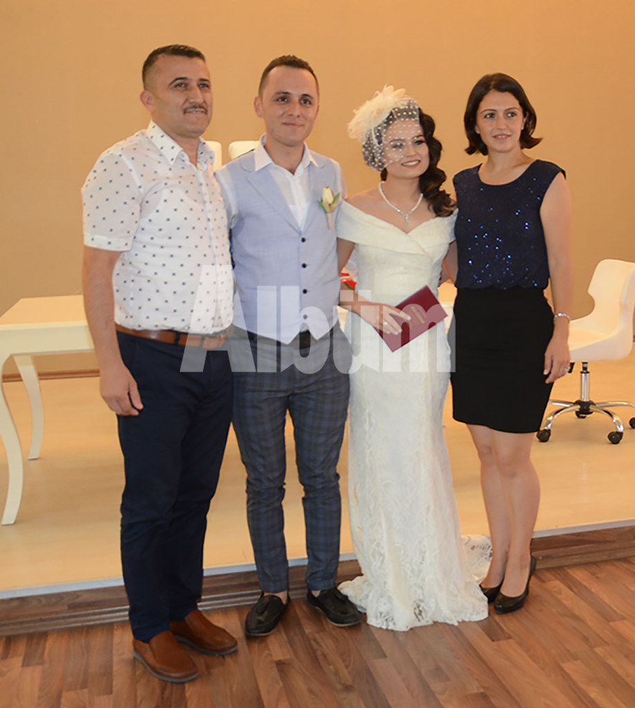 Esra ve Mustafa evlendi