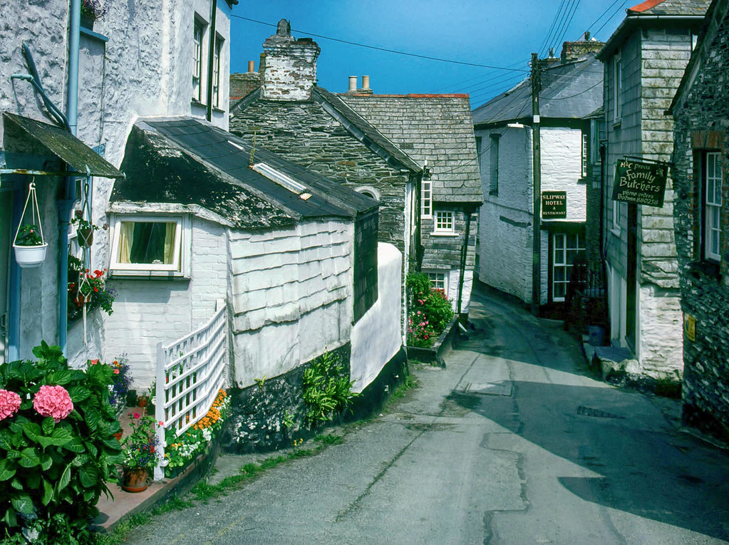 Old cottages in Port Isaac, Cornwall. Credit Manfred Heyde