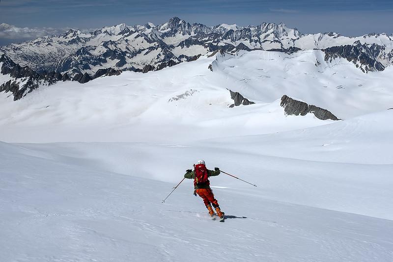 Scialpinismo al Dammastock, sciata al cospetto del Finsteraarhorn