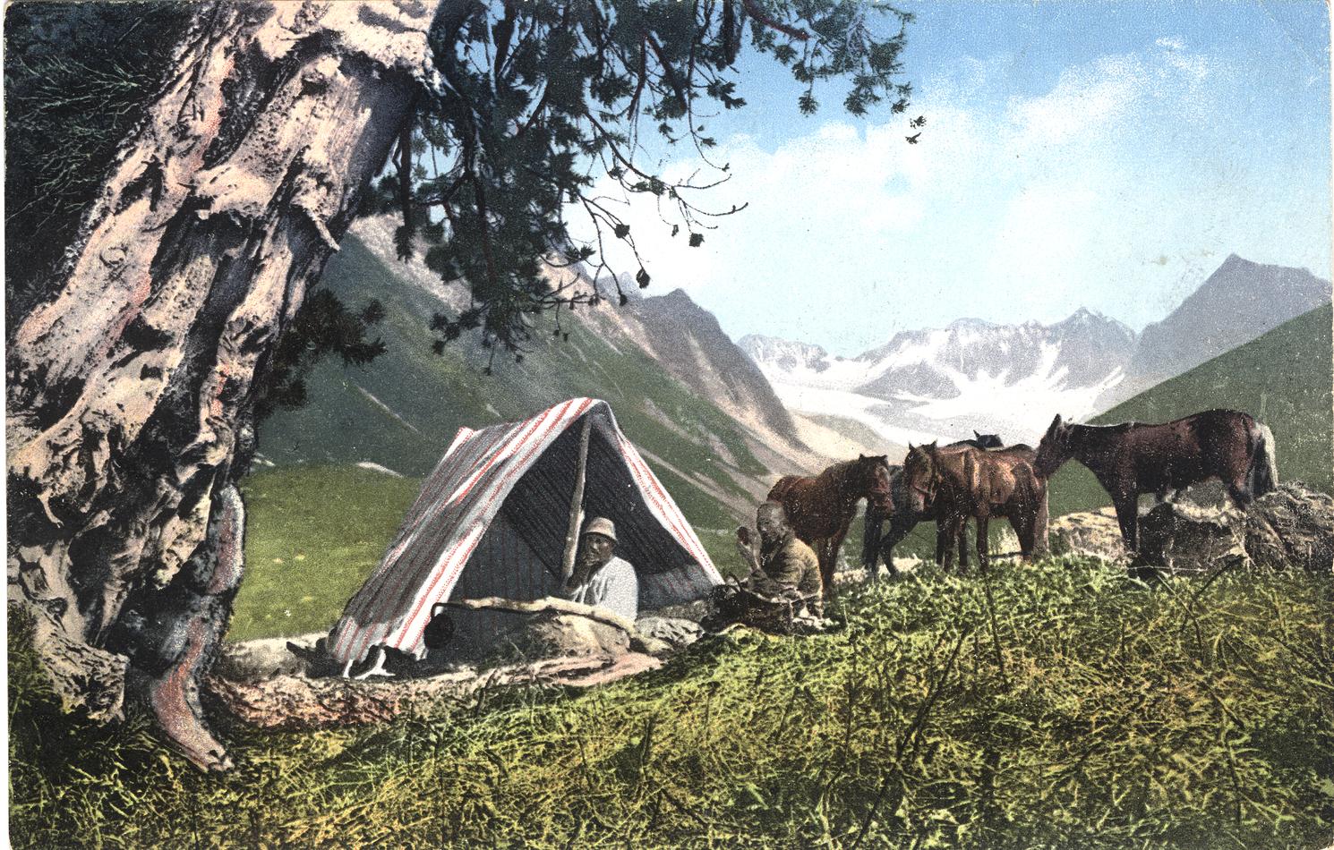 Долина реки Капчал, притока реки Катунь, в ее верховье. Вид на Капчальские ледники. Палатка в лагере экспедиции. Район горы Белухи