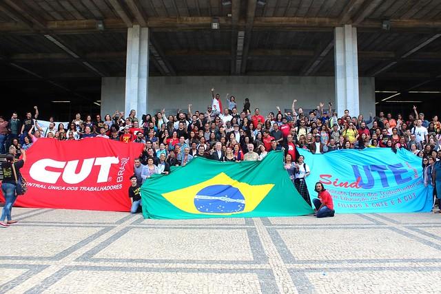 Trabalhadores e trabalhadoras em educação comemoram a aprovação da PEC-49/18 - Créditos: Foto: Taís Ferreira/Sind-UTE MG