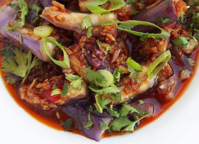 Gestoomde aubergine met Sichuan dressing