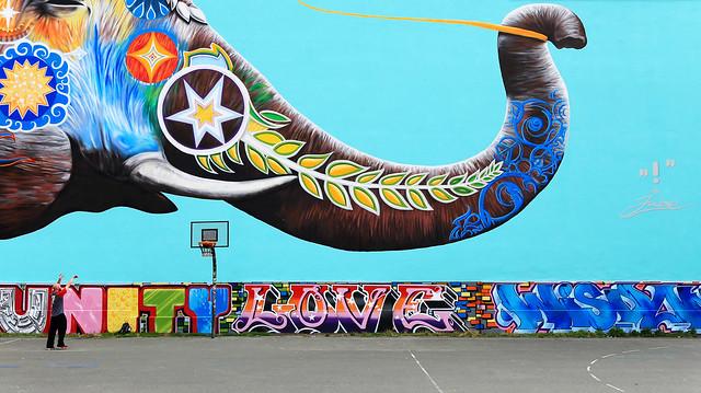Massive mural in Berlin's Theodor Wolff Park