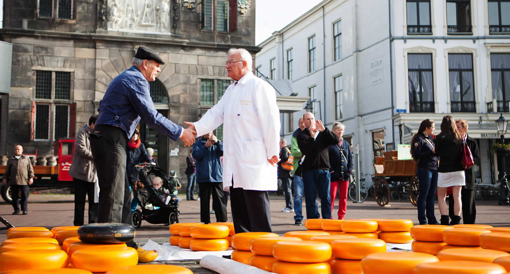 Traditional cheese market The Netherlands, cheese market Gouda | Your Dutch Guide