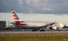 Boeing 777-200 (N782AN) American Airlines