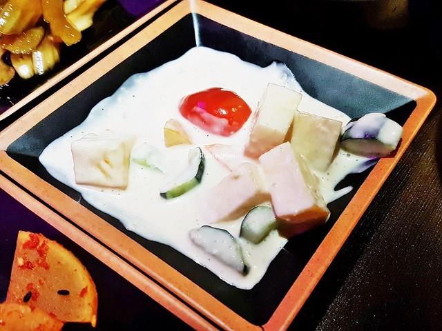 Sagwa Oi Saelleodeu / Apple Cucumber Salad