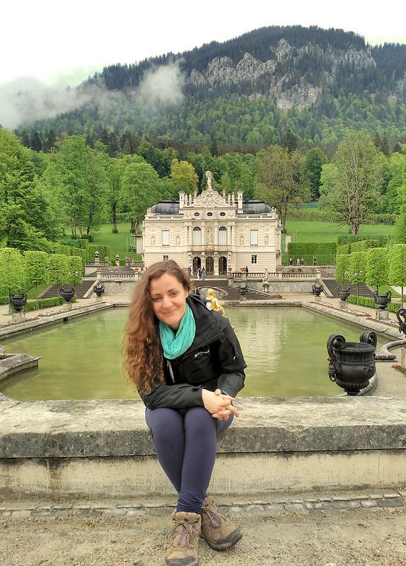 Fachada del Castillo de Linderhof con su parque de estilo versallesco (Baviera, Alemania)