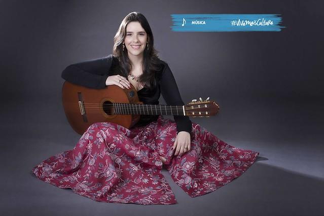 A violonista, arranjadora, compositora e cantora Antonia Adnet é a próxima atração do projeto Samba de Bamba - Créditos: Caixa Cultural/Divulgação