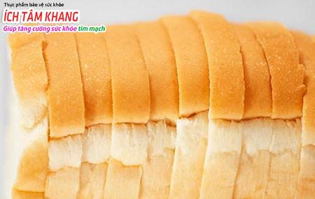 Bánh mì trắng cũng là một thực phẩm người suy tim độ 3 nên hạn chế ăn