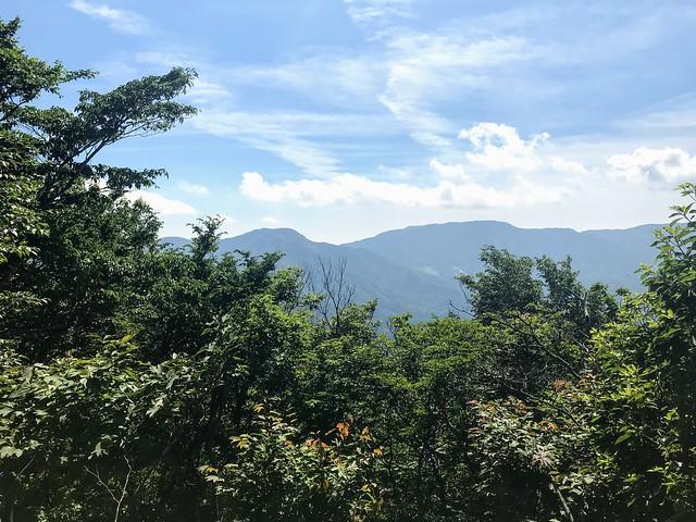 鎗ヶ先 山頂より国見岳・虎子山