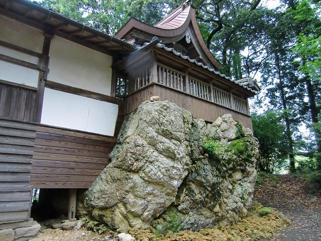 粟島神社の巨石