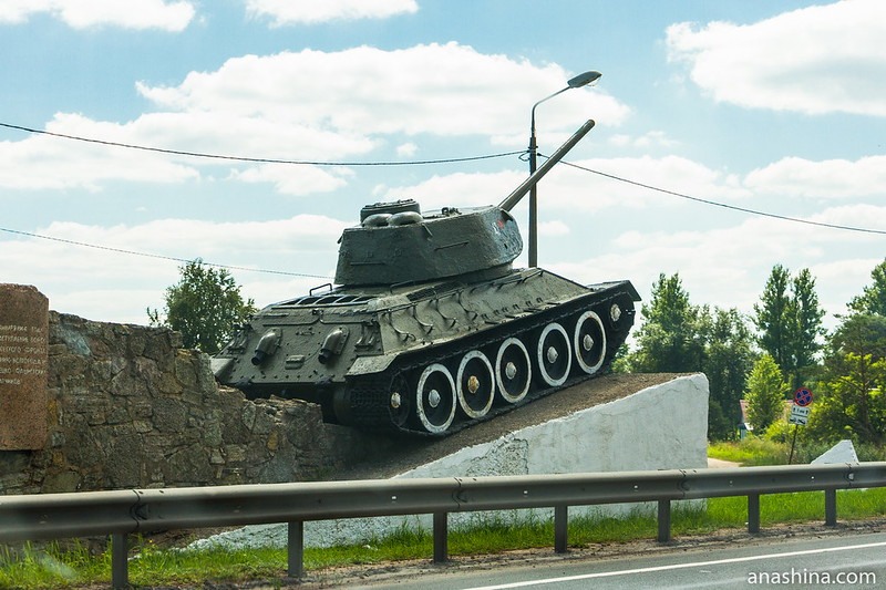 Танк Т-34 на постаменте