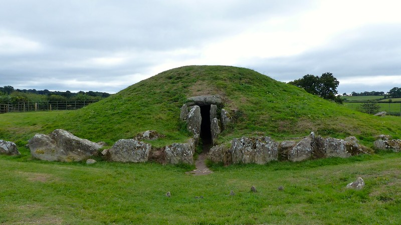 This is a picture of Bryn Celli Ddu burial chamber