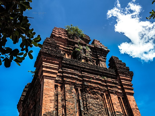 Cha m brick tower, Olympus E-M10MarkII, Lumix G Vario 12-32mm F3.5-5.6 Asph. Mega OIS
