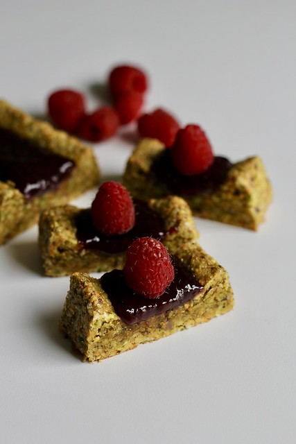pistachio-berry slims