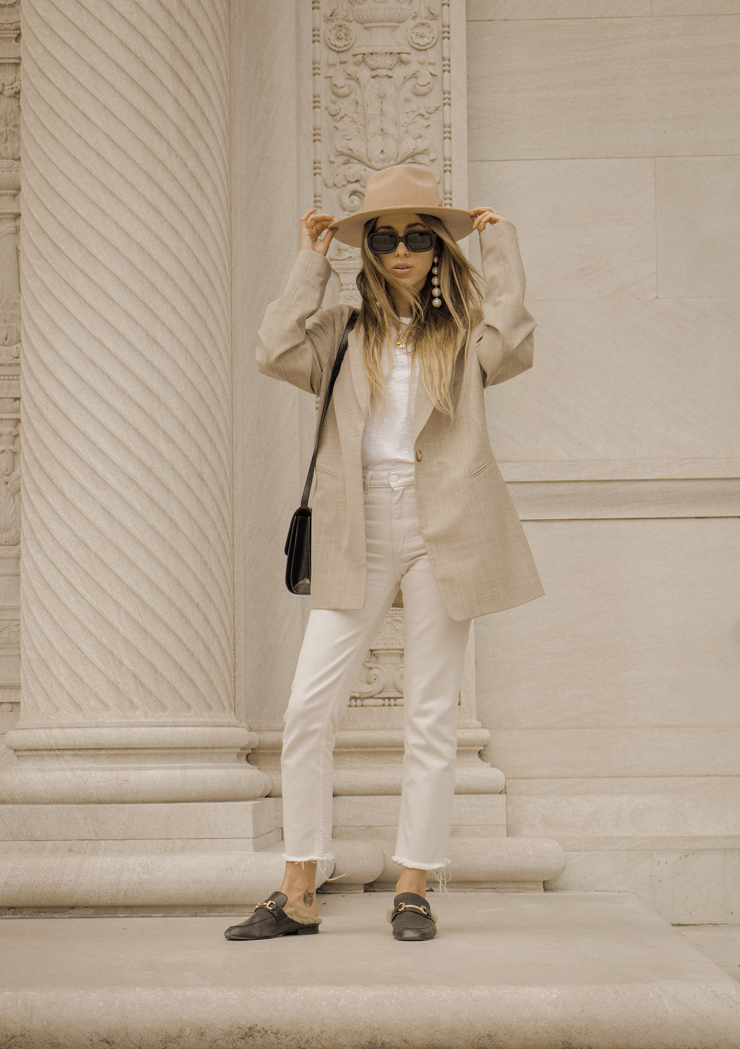 neutral_outfit_look_street_style_oversized_jacket_loafers_white_jeans_lack_of _color_celin_bag_pearl_earrings_lena_juice_the_white_ocean_01