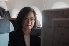 08.16 「同慶之旅」總統於專機上獲知基本工資調漲訊息