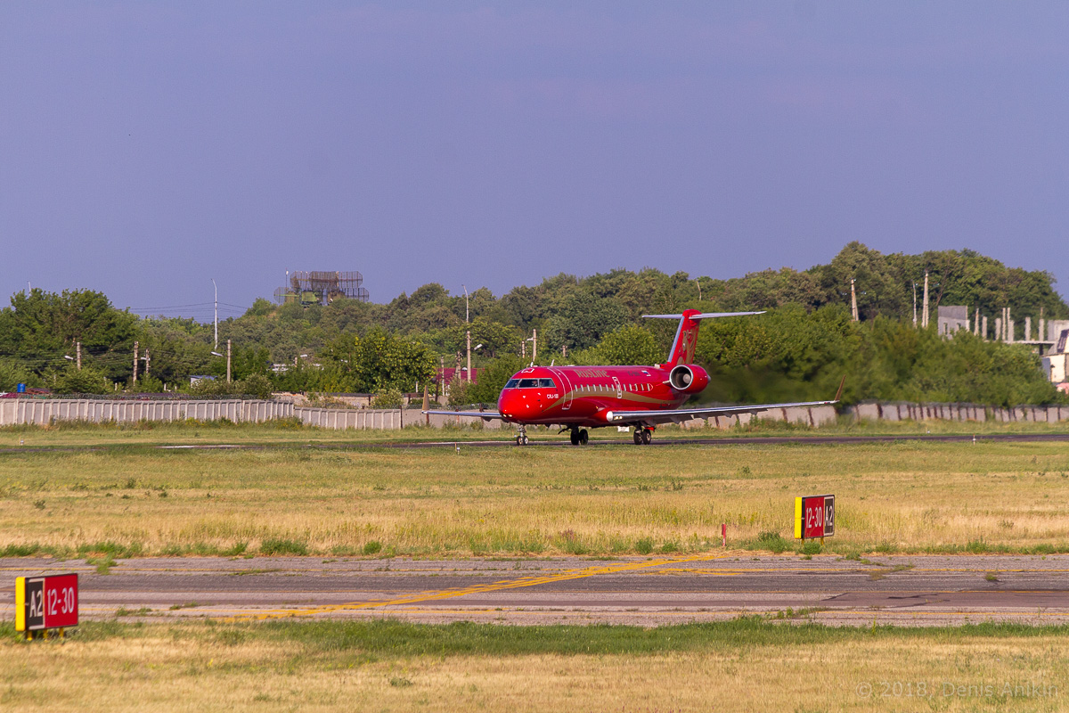 Rusline CRJ-100 VQ-BNA фото 3