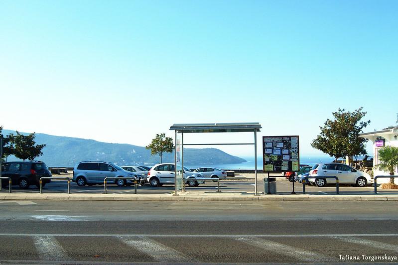 Остановка общественного транспорта возле Дубравы в Херцег Нови
