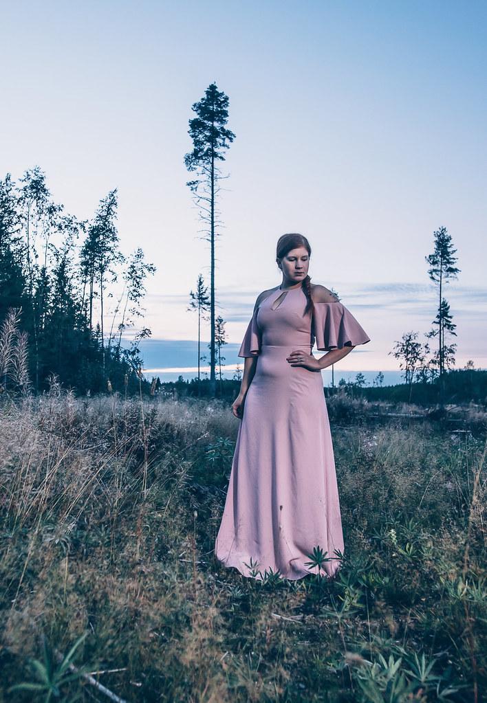 Ted Baker, maxidress, long dress, pitkä mekko halkiolla, Ted Bakerin mekko, vaaleanpunainen iltapuku