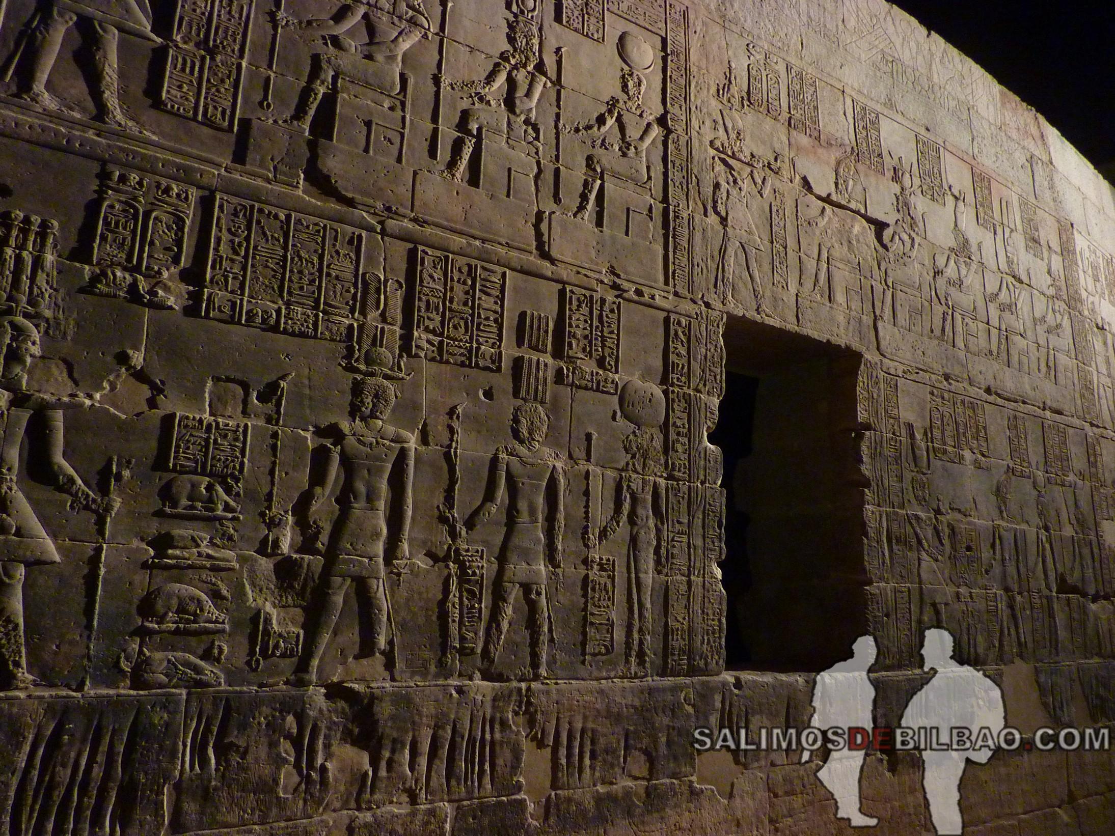 0549. Templo de Philae iluminado, Aswan