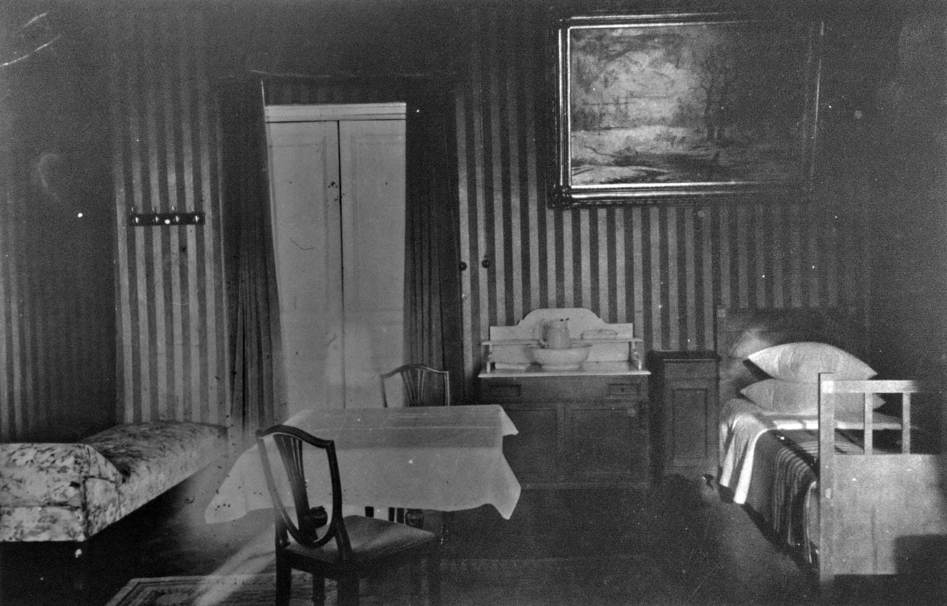 Фотография номера №5 гостиницы «Англетер», сделанные по просьбе С. А. Толстой в начале 1926 года.